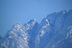 険しい山の峰々