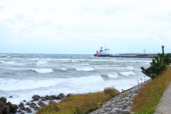 曇天だけど来てみたら荒れる海風も冷たい☆