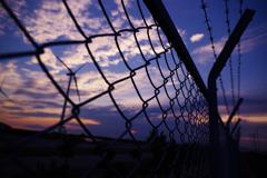 夕日とフェンス