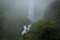 霧の中の華厳滝
