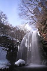 冬空と唐沢の滝