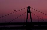 夕暮れの豊里大橋 with 飛行機