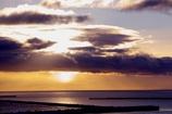 オホーツクの朝日を隠す雲