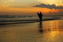 夕暮れの渚にて