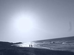 遠い日。。海。