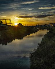 黎明に 川は流れる