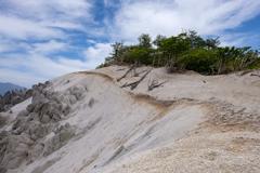 山上の白い浜