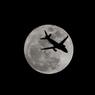 月とジェット機