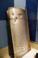 被弾の大盾(警察博物館)