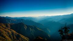 稜線と斜光の織りなす世界
