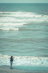 初夏 海岸 波打ち際