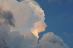 光る入道雲