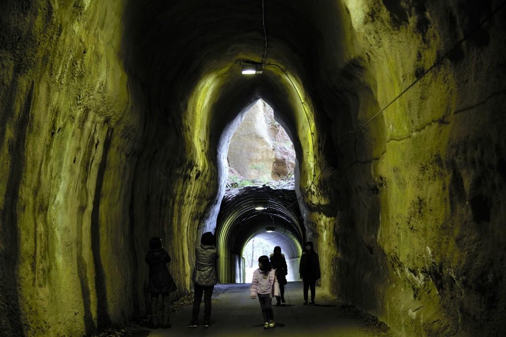 二階建てに見える不思議なトンネル
