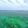 碧く澄んだ海