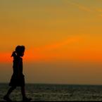 CANON Canon EOS 70Dで撮影した(桟橋を歩く少女)の写真(画像)