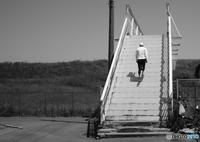 FUJIFILM X-Pro2で撮影した(堤防への古い歩道橋)の写真(画像)