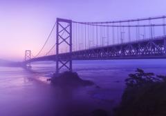 朝もやと大鳴門橋