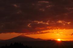 夕暮れ時の鳥海山