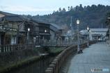 街灯と船着場のある古街
