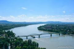 左岸はハンガリー。右岸はスロバキア。
