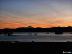 台風過ぎて 5827 荒川が大水! 富士山はクッキリ!