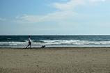 浜辺を歩く1