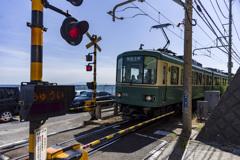 海と電車と踏切と(笑)