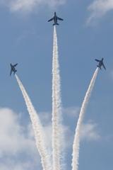 石巻川開き祭り ブルーインパルス飛行1