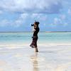 海の上で海を撮る彼女