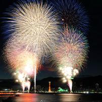 神戸の夜空を祭り色に染めて