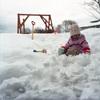 雪の日の砂遊び