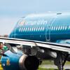 D滑走路へ向かうベトナム航空