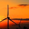 燃える夕日と風力発電