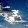 雲の後ろから