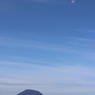 羊蹄山と月