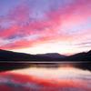 紅のダム湖
