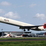 JAL MD-90 出雲を飛び立つ