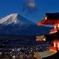 雪煙の富士と忠霊塔