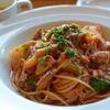 カブと魚介ラグーのトマトソース スパゲティーニ