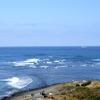 波と水平線
