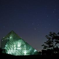 ピラミッドのある夜の公園~ 組み写真