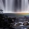 滝壺に虹滲む
