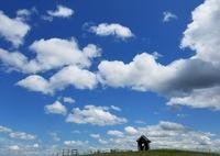 丘の上の空雲