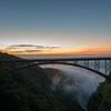 日の出15分前…輝くアーチと活動する雲海