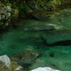 エメラルド色の渓