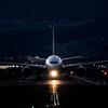 暗闇を照らす光 「Boeing 777-200 」