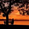 夕焼けのあのベンチに物思う