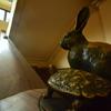 豊郷小学校旧校舎・兎と亀