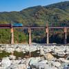 荒川橋梁を渡る
