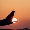 瀬戸の夕陽 尾翼と太陽